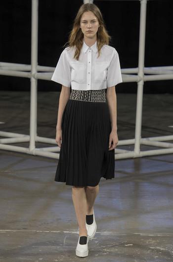 http://www.fashiontime.ru/upload/articles-v3/530f359eb58c5w350h530cr.jpg