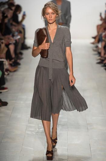 http://www.fashiontime.ru/upload/articles-v3/530f359ee8aa8w350h530cr.jpg