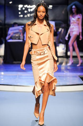 http://www.fashiontime.ru/upload/articles-v3/530f374c7cebcw350h530cr.jpg