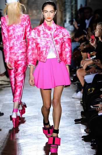http://www.fashiontime.ru/upload/articles-v3/530f38055b52aw350h530cr.jpg