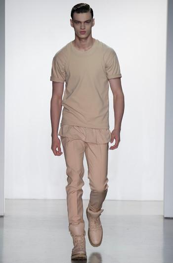 тенденции мужской моды весна 2015 Бейсбольная рубашка, в тандеме со спортивными брюками, которые создают любимый мужчинами спортивный стиль