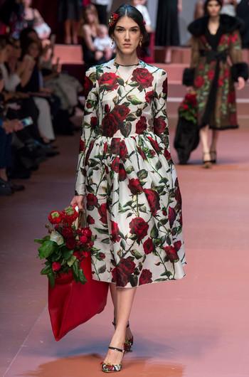 Платья с розами дольче габбана
