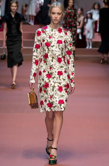 Дольче габбана платье с розами фото