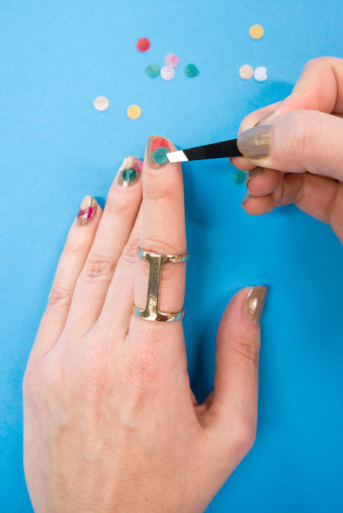 можно ли очистить зубы активированным углем