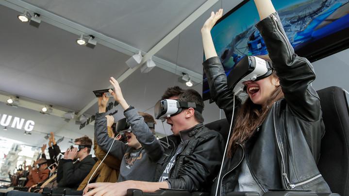 Samsung открыл первый в России кинотеатр виртуальной реальности