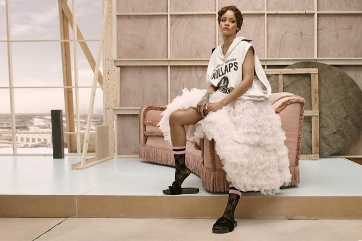 Рианна решила заняться дизайном носков