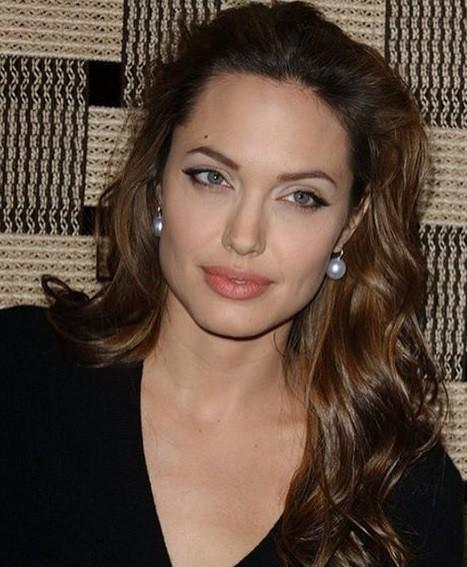 Она нежертва: Брэда Питта нетронули слезы Анджелины Джоли