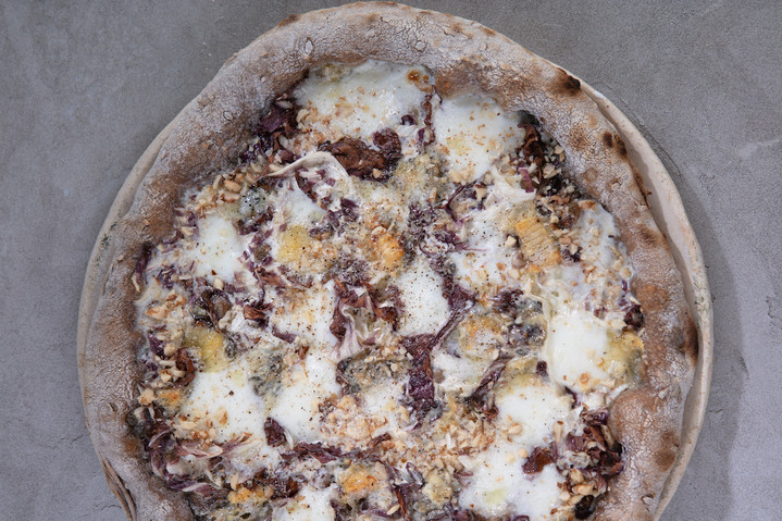 Пицца «Горгонзола и радиккьо»