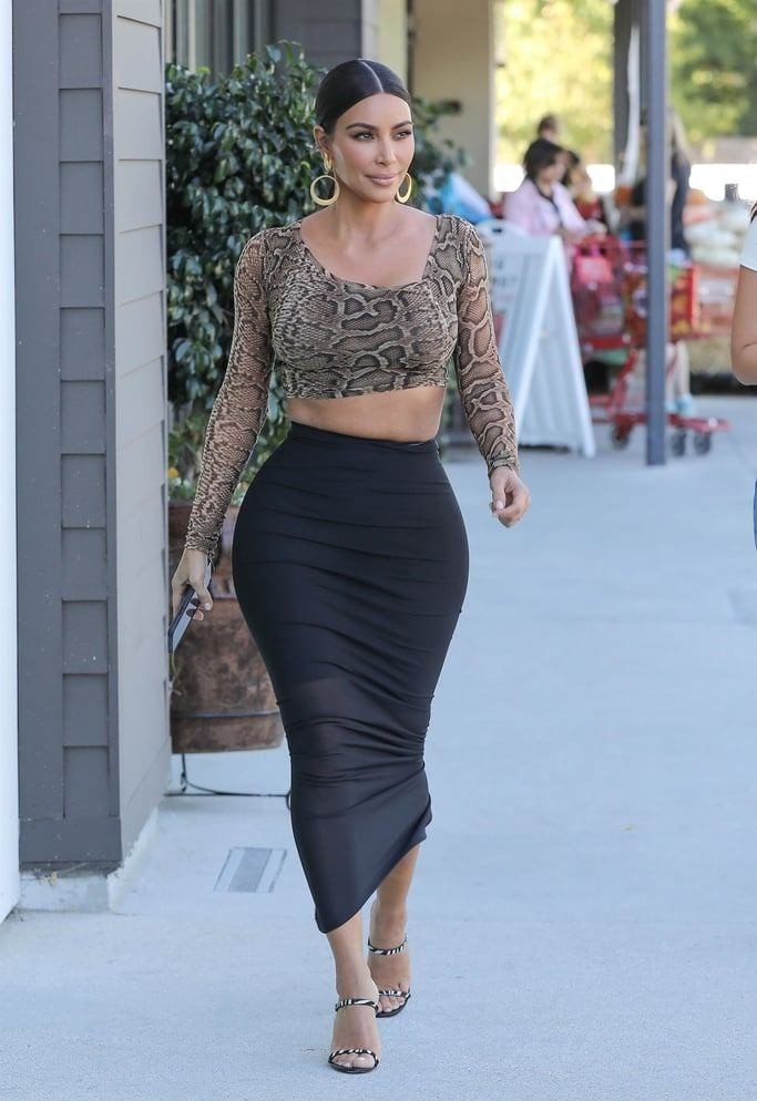 Ким Кардашьян показала новый способ сочетать джинсы и сапоги-ботфорты