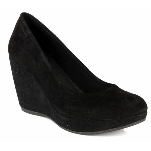 Описание: Черные туфли на танкетке. Автор: Гордей. Такие кроссовки могут быть более высокими, чем обувь для других