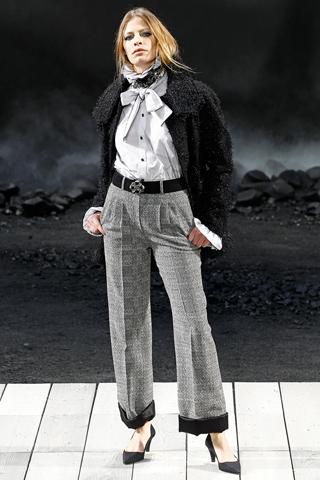 Модная женская одежда осень-зима 2011-2012 от Moschino.