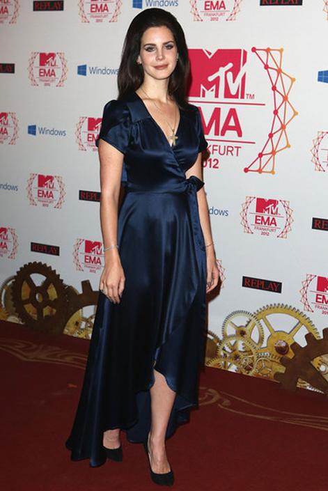 макияж под темно-синее платье фото