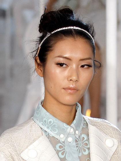 Растрепанный пучок Louis Vuitton