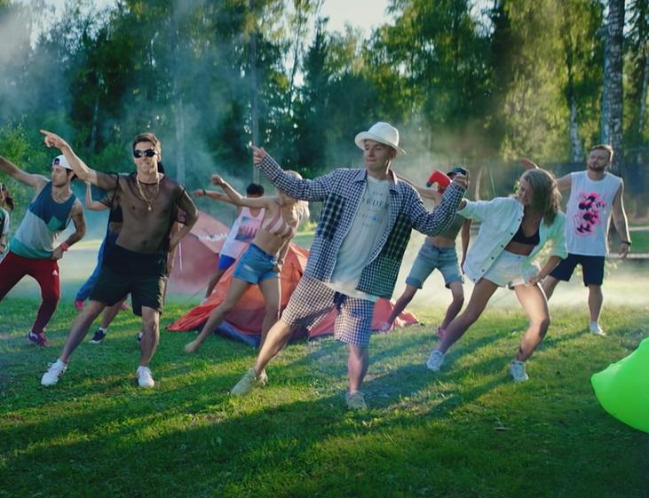 Фото: Летняя коллаборация: Lay's в новом клипе группы «Хлеб»