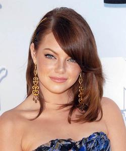 Зачіски для волосся середньої довжини з чубком фото.
