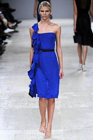Горячий тренд этого лета - крошечные платья, придающие своим.