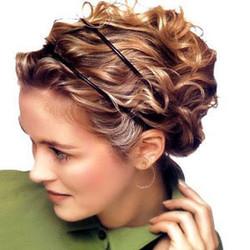 Прическа к длинному платью на средний волос