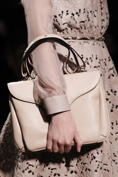 Прически и макияж коллекции Valentino, осень-зима 2011-2012.