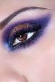 Такой вариант макияжа глаз подходит и для...  Выбирая тени, основывайтесь на цвете своих глаз или линз...