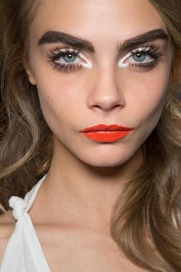 2019 year look- Trend beauty messy eyeliner