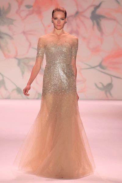 Свадебное платье, расшитое пайетками.