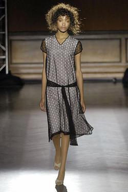 на фото костюмы и. в стиле 20-х годов от Costello Tagliapietra). платья.