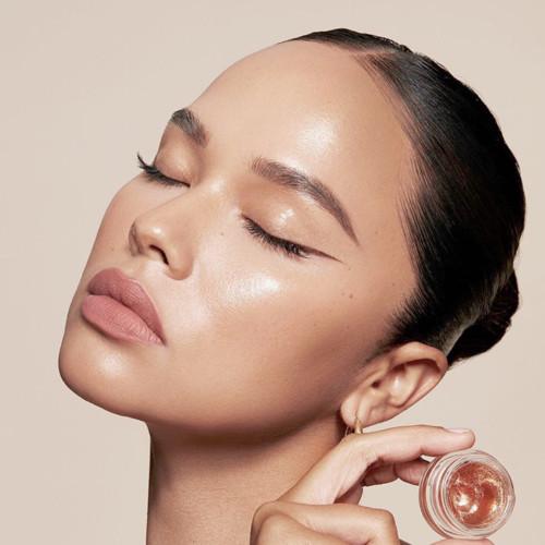 Как правильно очищать кожу лица летом