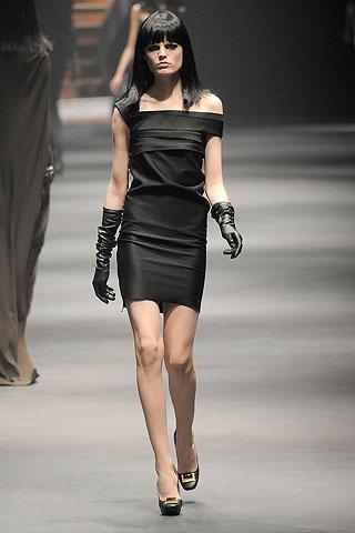 Вечерние короткие новогодние платья черного цвета.