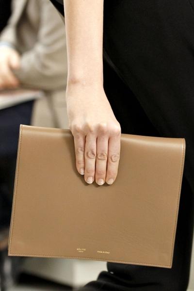 Серый квадратный клатч Celine.