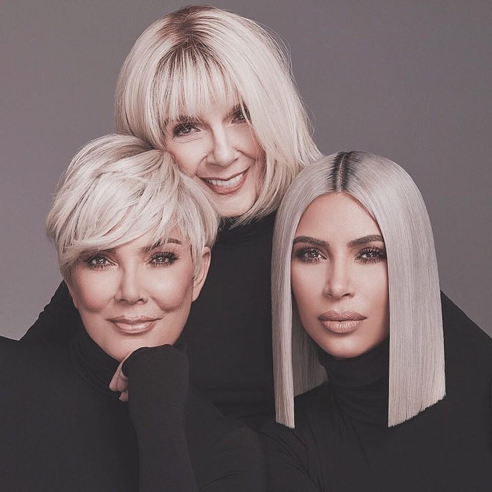 Фото: В рекламе косетики Ким Кардашьян снялась с мамой и бабушкой