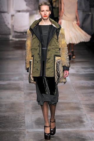 Парка, как и многие другие вещи, перешла в женский гардероб из мужского.  Эту теплую куртку длиной до колен с...
