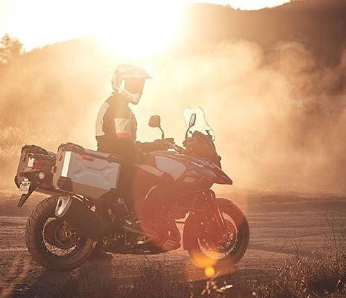 Suzuki представила новые мотоциклы V-Strom 1050 и V-Strom 1050XT