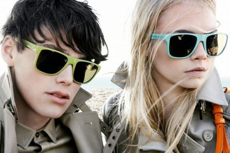 Солнцезащитные очки Burberry Brights лето 2011.
