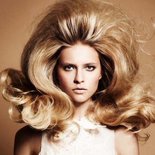 Как добиться объема на волосах