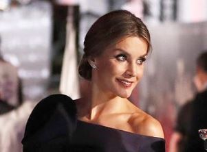 Фото: Королева Летисия носит вырез «лодочка», как и Меган Маркл