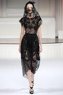 Комментарий: Платье из кружева-паутинки Oscar de la Renta.