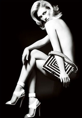 Обнародована рекламная фотография Дженьюари Джонс для Versace Фото