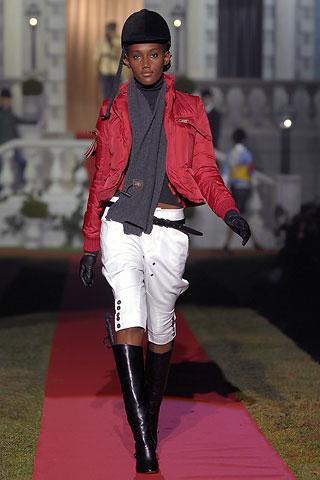 Элементы спортивной одежды стали лейтмотивом почти всех