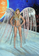 Показ Victoria's Secret Fashion Show
