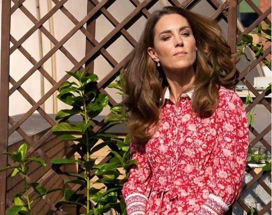 Фото: Вернулась к работе: Кейт Миддлтон продемонстрировала модный повтор