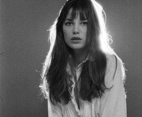 Фото: Как носить белые рубашки — учимся у Джейн Биркин