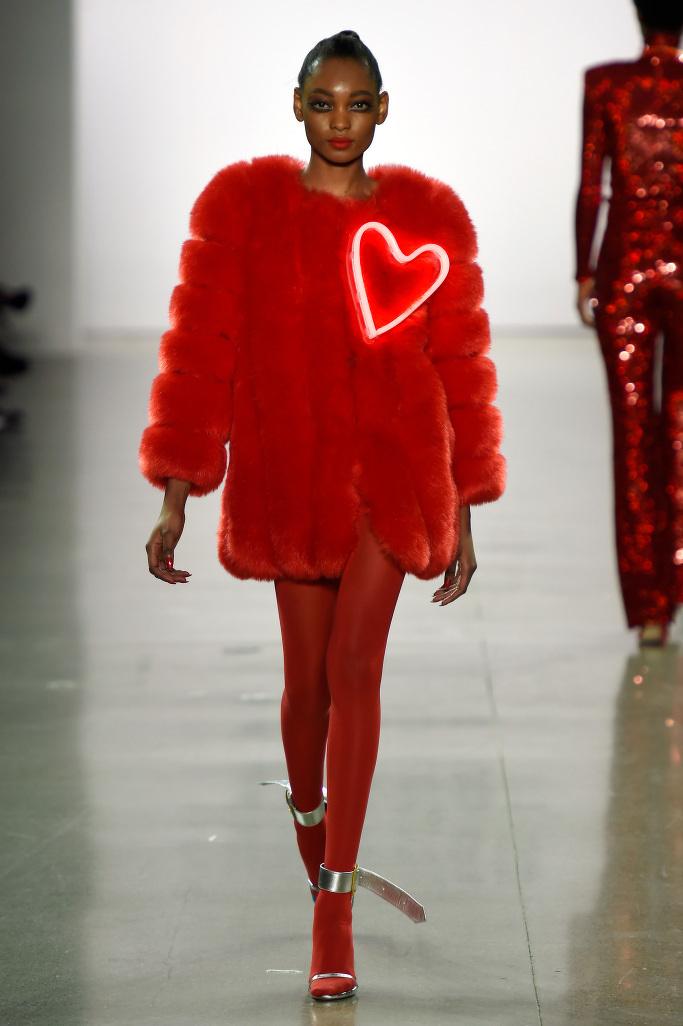 Фото: Неон — главный тренд Недели моды в Нью-Йорке