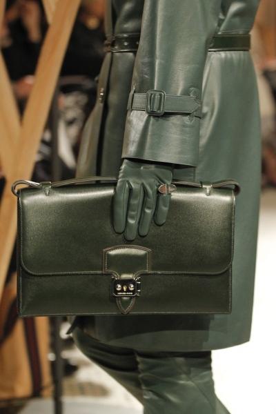 В новом сезоне модельеры... интернет магазин брендовых сумок в москве.