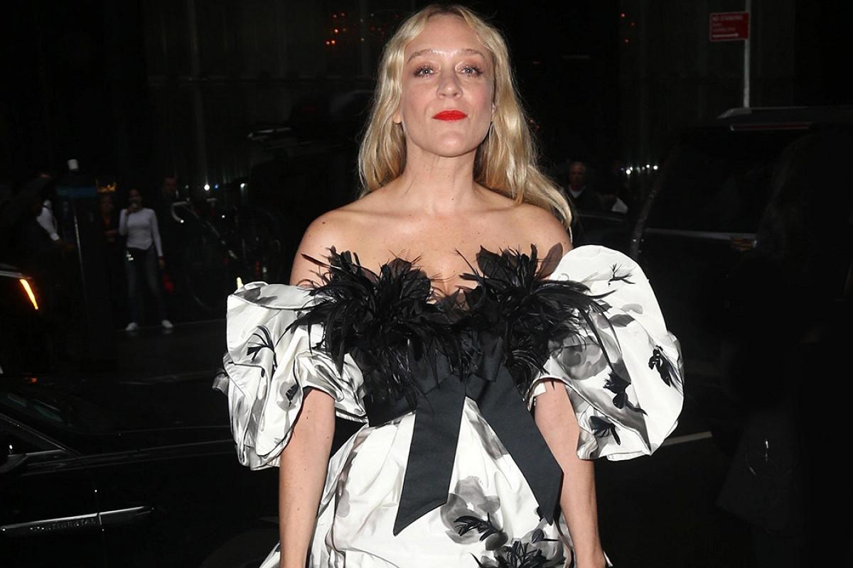Фото: Хлоя Севиньи в Marc Jacobs посетила премьеру фильма «Мертвые не умирают»