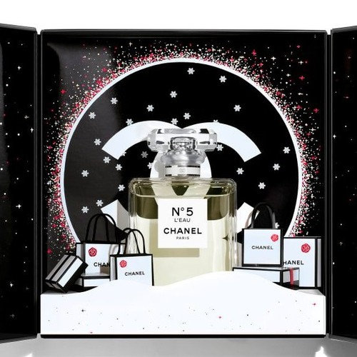 Лили-Роуз Депп стала лицом праздничной кампании Chanel