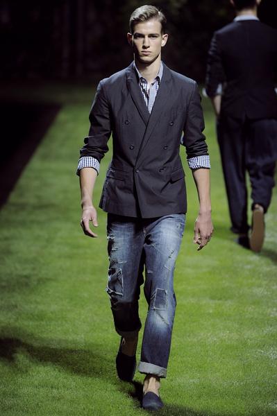 Модные джинсы сезона весна-лето 2011.
