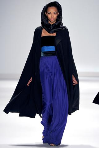 Модная верхняя одежда осень-зима 2011-2012 от Carlos Miele.