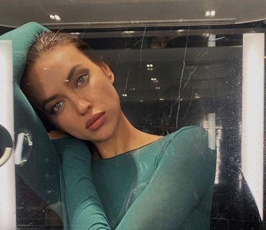 Фото: Носите боди под цвет глаз так, как это делает Ирина Шейк