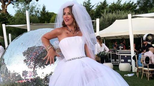 Фото: Селебритис в свадебных платьях на вечеринке в Сен-Тропе