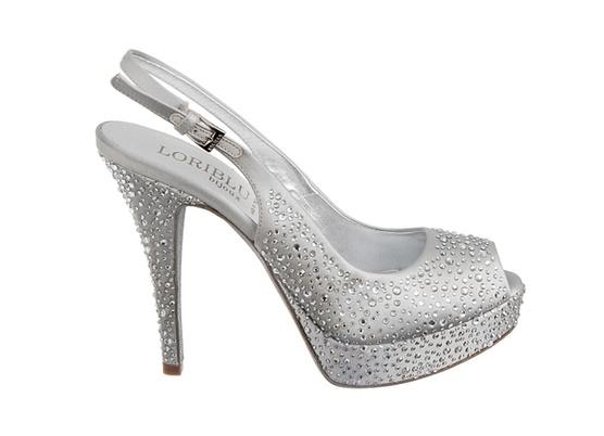 للعروس.أطلاق شركة برادا لمجموعتها الجديده من الأحذيهفساتين زفاف للعروس الرومانسيةشوزات
